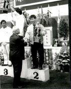 Grandmaster receiving the prize for his Team